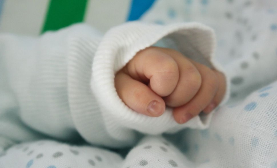 baby-child-fingers-15988