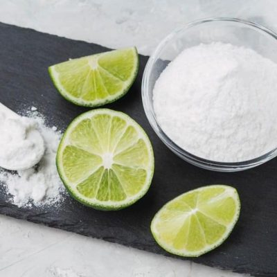 Cuatro beneficios máximos a tu cuerpo por beber jugo de limón con bicarbonato