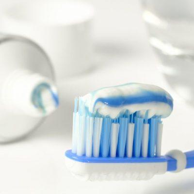 Elimina todo el vello no deseado con pasta de dientes