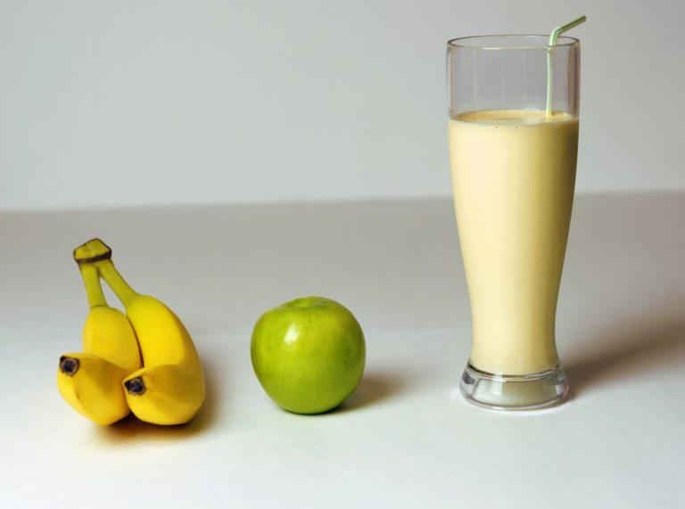 Batido de plátano con limón