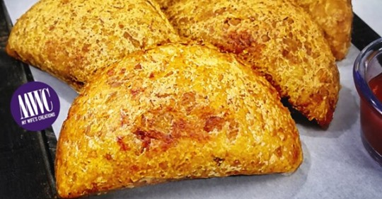 Empanadas de platano verde rellenas de pechuga de pollo y queso